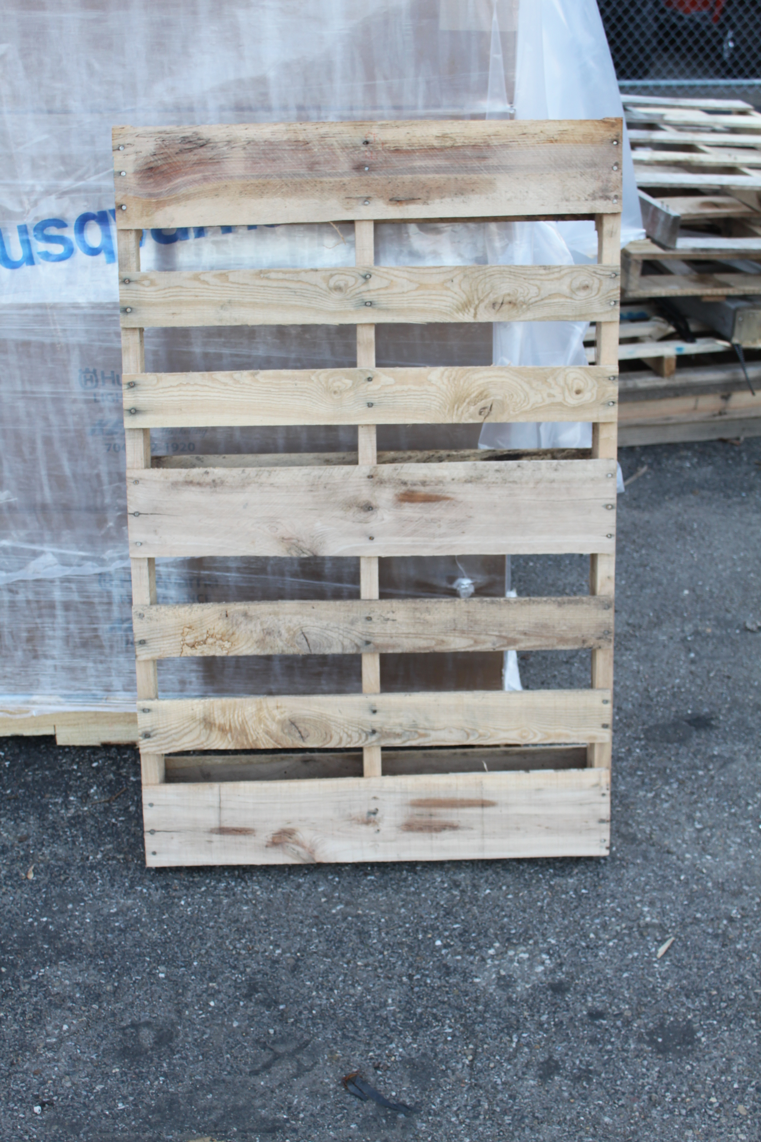 Where To Find Free Pallets For All Of Your Craft Projects