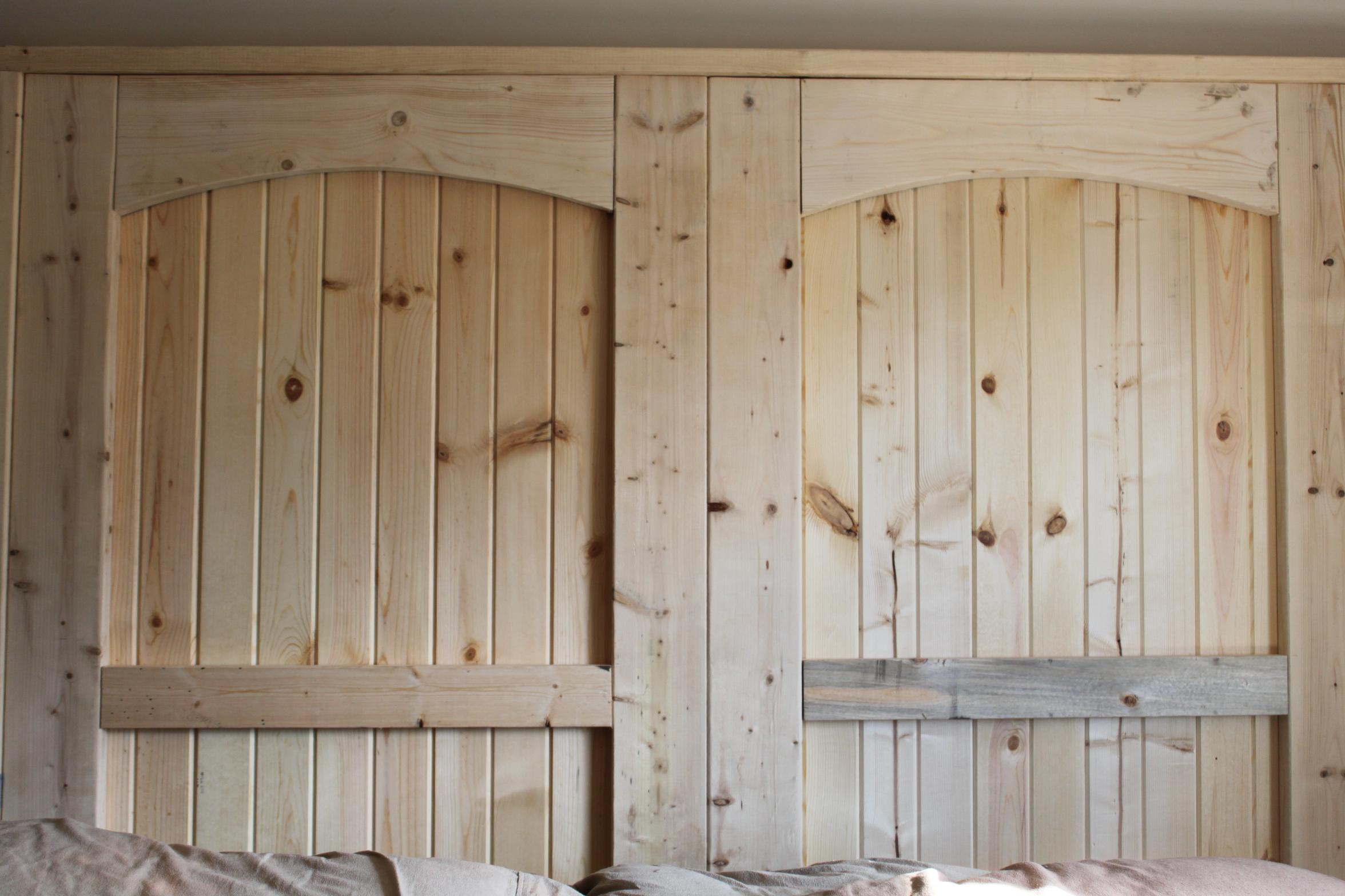 how to build a rustic barn door headboard old world. Black Bedroom Furniture Sets. Home Design Ideas