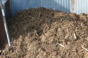A soil mix of straw, shredded leaves, compost and soil is light and easy to work with